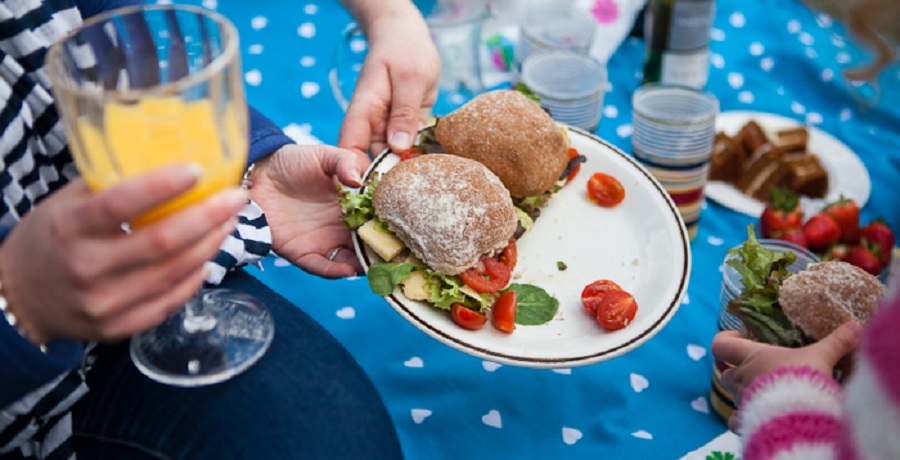 A family picnic is a great way to keep the whole family entertained at Easter